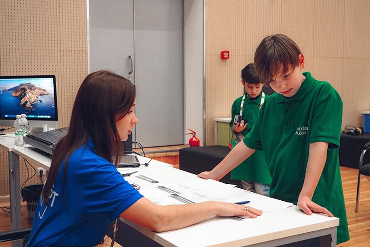 «Россия стала первой страной вмире, которая начала проводить соревнования постандартам WorldSkills среди школьников. Есть компетенции, покоторым соревнования проходят исреди детей 10-12, 12-14лет»
