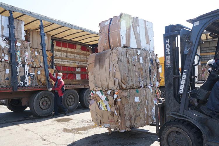 Специалисты всфере переработки бумажных отходов считают, что видеале бумага способна выдержать до6— 7 циклов переработки. Всё что отнее остается потом, годится только насжигание