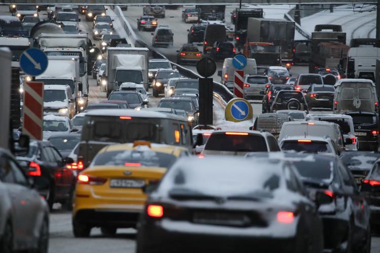 Основная головная боль развития жилой застройки впригороде— транспортная инфраструктура. Коллапса можно избежать, только если власти совместно сзастройщиками займутся проектированием дополнительных дорог ковсем пригородным районам