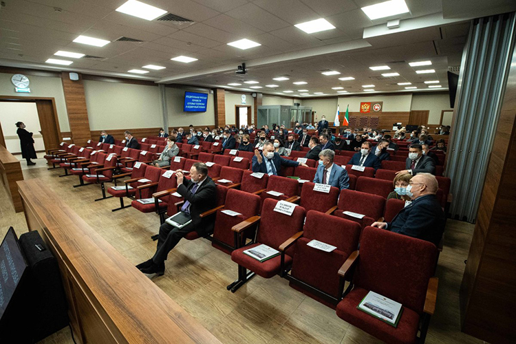 Всего в2020 году было выделеноуправлению 2,5млрд рублей избюджета. Почти вседеньги ушли наобеспечение судов— назарплаты, соцвыплаты судьям. 85% отвсей суммы ушли нааппарат судов