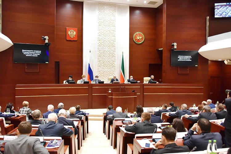 «Господа депутаты, это незакон, это бульдозер!»— возмущались депутаты, критикуя вносимые впарламент Татарстана законопроекты