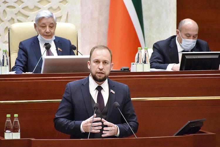 Альмир Михеев заявил, что принятый в конце прошлого года федеральный закон о реновации жилья «непродуман и опасен», так как позволяет под предлогом развития территорий сносить любые дома