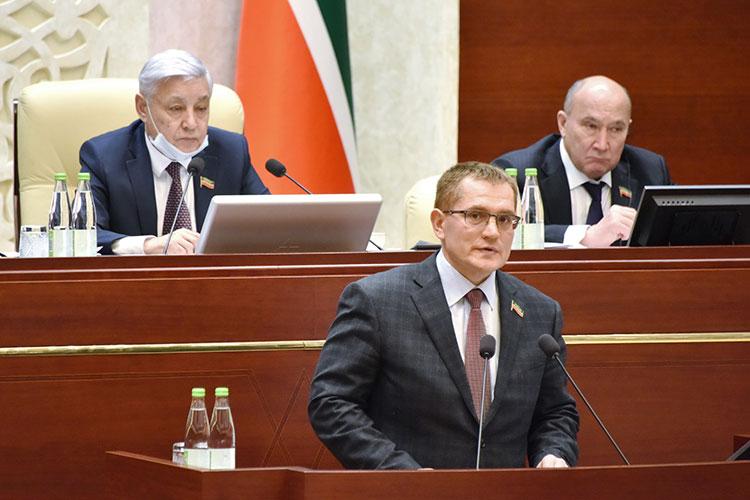 Немало копий было сломано вокруг вопроса, который внес председатель комитета по жилищной политике и инфраструктурному развитию Александр Тыгин