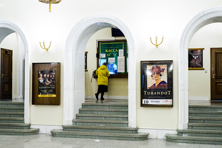 «Есть такое впечатление, что определенные силы, особенно среди СМИ, целенаправленно третируют именно театр имени Мусы Джалиля. Для деструктивных элементов всегда найдется повод настрочить жалобу»