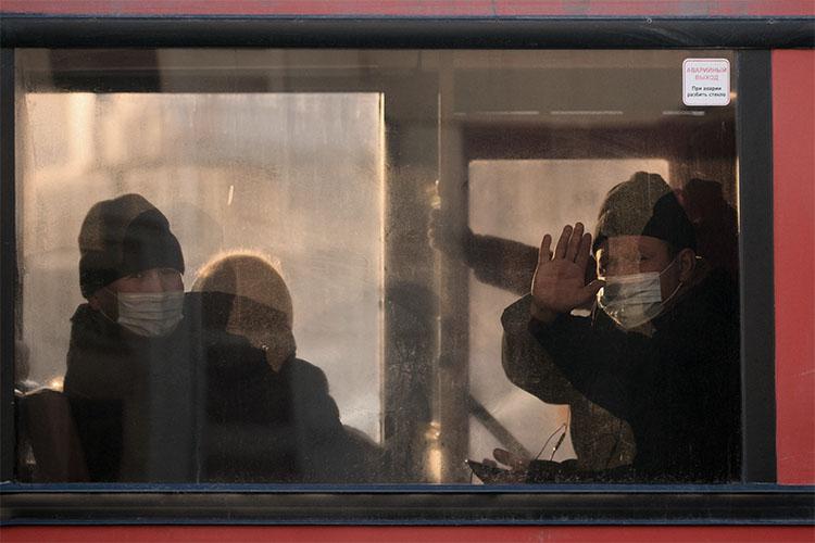 Накануне вечером стало известно, что с 1 марта стоимость проезда в общественном транспорте Казани при оплате наличными поднимается с 30 до 35 рублей