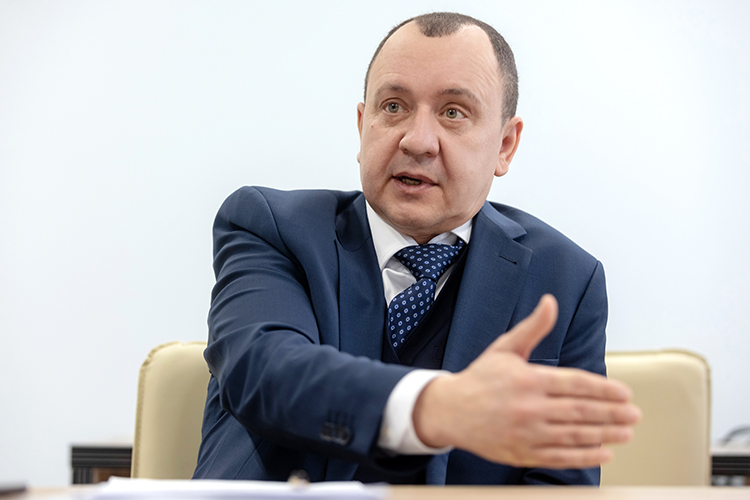 Рамиль Кашапов: «Мыучитываем, что сегодня предпринимателю нужны длинные деньги намаксимально выгодных условиях. Это непросто слова— мыуже выдали первый инвестиционный кредит вТатарстане «Булочно-кондитерскому комбинату»