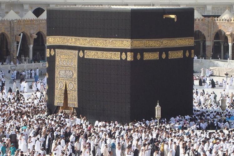 «Как известно, все мечети мира обращены покругу вединый центр— внаправлении Священной Каабы. Что такое Кааба вархитектурном плане? Это черное кубическое здание без окон. Ачто такое мечети? Это бесконечное многообразие всевозможных форм»