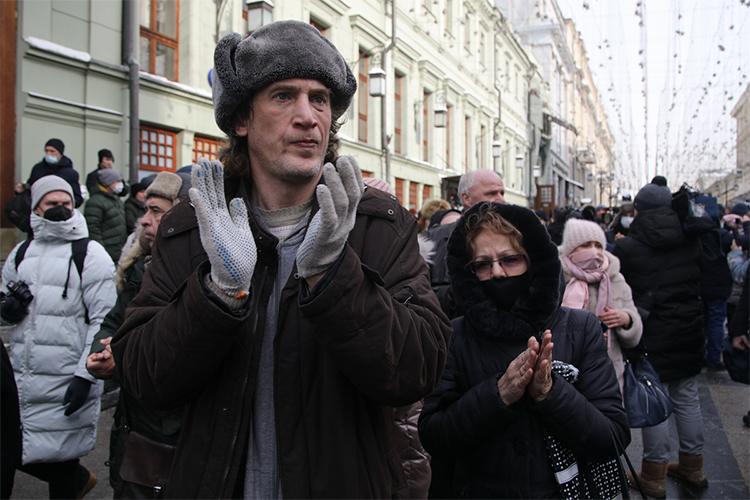 Впоследний раз любимого артиста Андрея Мягкова проводили долгими аплодисментами