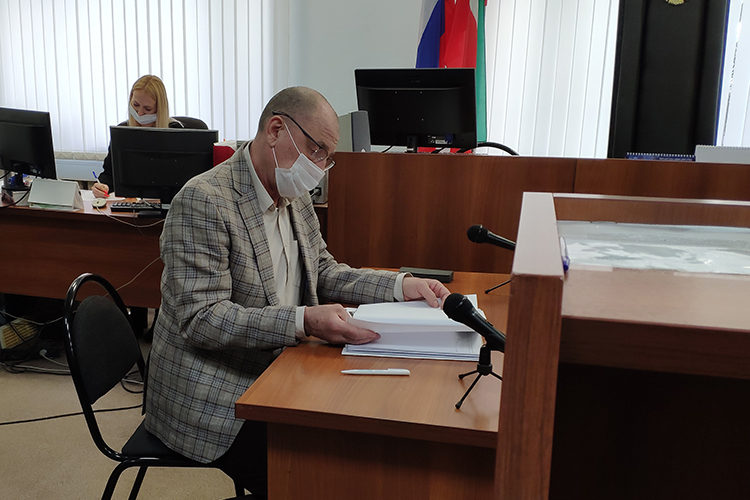 Еще доначала заседания адвокат ИвановаШавкат Галимов(на фото) предположил, что уголовное преследование— результат оговора. Судя повсему, состороны другого фигуранта— адвокатаСергея Новикова