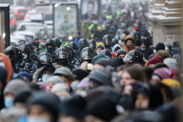 «Япрогнозировал эти протесты втечение года. Явсе время писал, что такого рода протесты неизбежны. Анадо мной еще многие издевались: мол, ничего небудет»