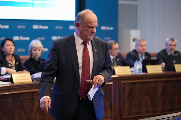 «Зюганов выступает вподдержку репрессивной политики власти. Поосновным важнейшим иактуальным вопросам политики члены КПРФ занимают диаметрально противоположные позиции»
