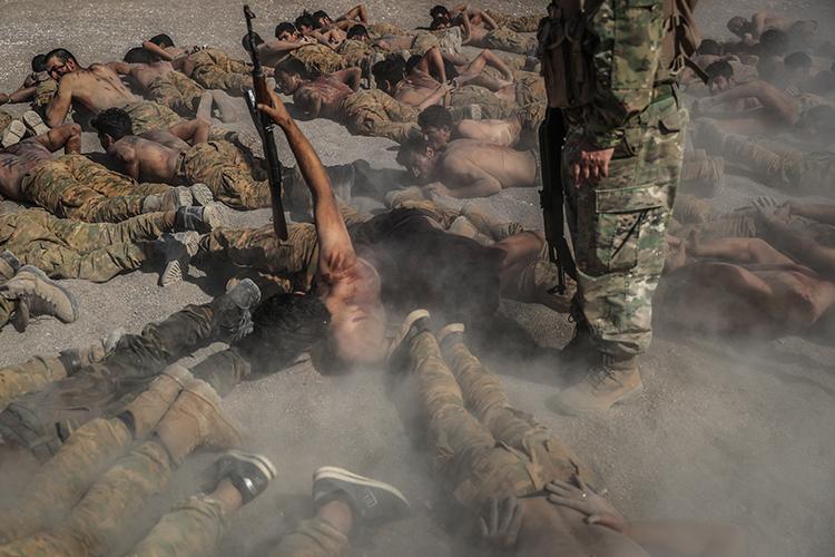 «В 2018 году мыпрактически все организованные вооруженные формирования вСирии задавили, они ушли вподполье или под прикрытие американцев, которые контролируют там две обширные зоны»