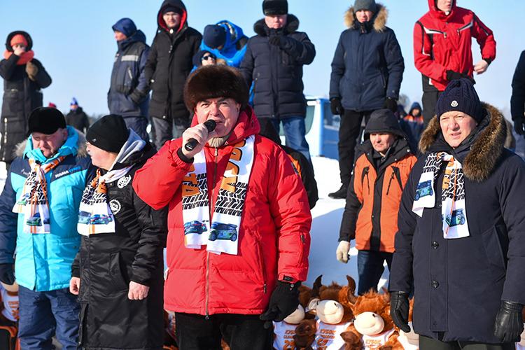 Наиль Магдеев: «Дорогие друзья, уважаемые спортсмены. Как говорят, матч состоится при любой погоде. Сегодня хорошая спортивная погода»