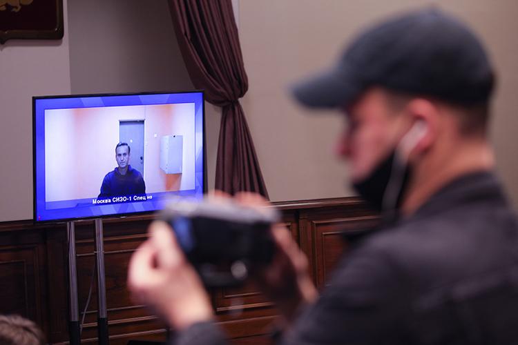 Полтора года назадПанариндалбольшое интервьювкотором критиковал российскую власть забедных пенсионеров инизкую зарплату, авпоследнее время хоккеист активно поддерживаетАлексея Навального