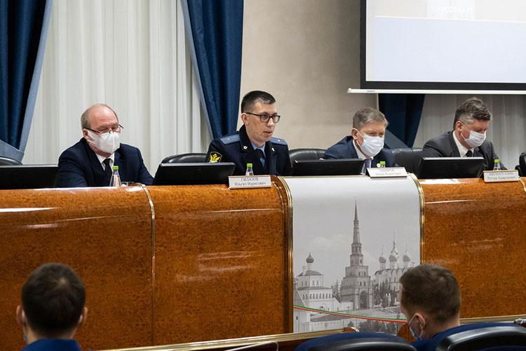 Анвар Закиров напомнил, что с прошлого года на прием в УФССП можно записаться предварительно и онлайн — такой услугой воспользовались 27 тыс. человек