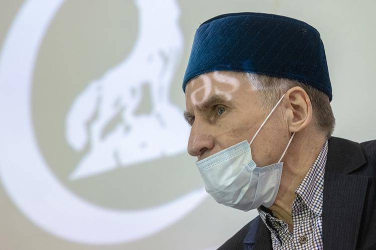 Председатель ВТОЦФарит Закиевпредсказуемо попросил вести заседание нататарском языке, ноиэто ходатайство было отклонено, так как невсе присутствующие имвладеют