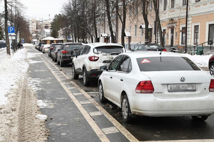 Камеры позволяют привлекать кответственности недобросовестных автовладельцев, которые занимают парковочные места, нонеплатят наних, ачтобы избежать штрафов снимаютномера смашин