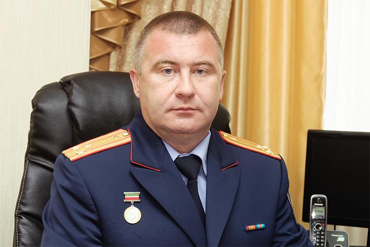 Камиль Халиев,обвиняемыйвзлоупотреблении должностными полномочиями,своювину категорически непризнает. Всиловых кругах считают, что доказать свою версию событий вКирове ему будет гораздо проще, чем вНабережных Челнах