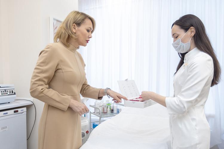 «Когда кнам приходит пациент впервые, мырасписываем для него индивидуальную программу ухода. Отодной процедуры нестоит ждать чуда иэто все понимают»
