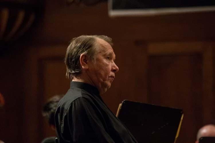 «На моей памяти был у нас приглашенный дирижер Михаил Плетнев. И для меня это явилось хорошим опытом в плане сравнения, на мой взгляд, оркестр как-то по-другому прозвучал в плане организации всего — работы с хором, оркестром. Высокий профессионализм»