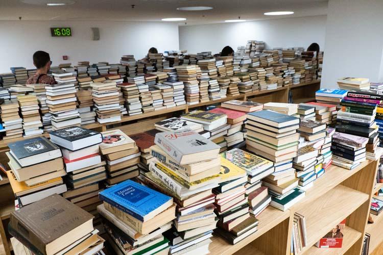 «Книги упакованы, иихнужно распаковать, иточно также разложить согласноББК»