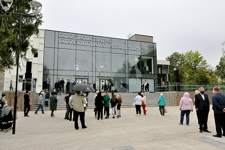 561 млн рублей «Евростиль» должен отработать через реконструкцию здания под размещение Набережночелнинского государственного татарского драматического театра. Торжественное открытие драмтеатра с участием президента РТ состоялось в сентябре прошлого года