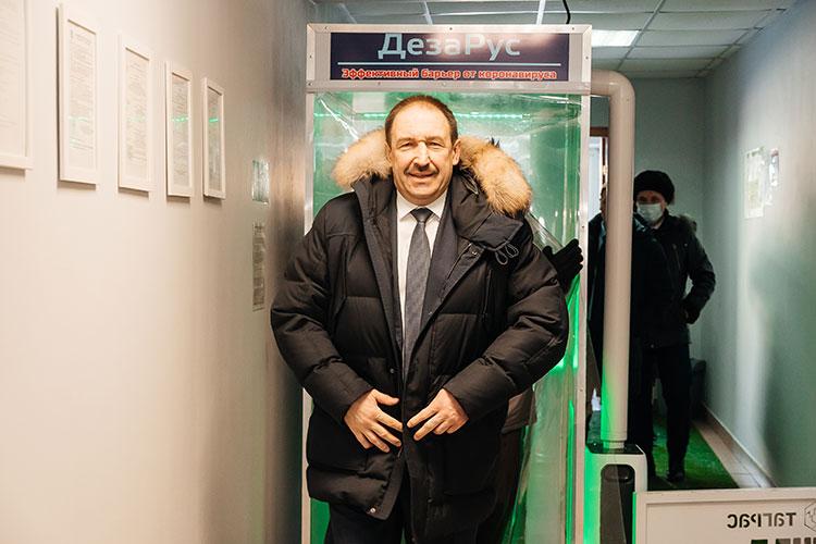Коронавирусный год не прошел для предприятия даром — «ТНГ-Универсал» выпустил дезинфицирующий шлюз «ДезаРус», по форме похожий на металлодетектор в аэропорту
