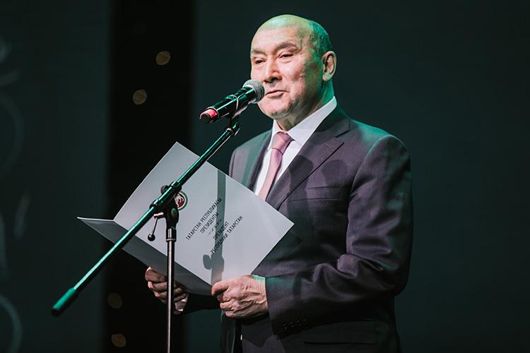 Марат Ахметов: «Творчество всегда должно развиваться, да, ктатарской песни есть свои дополнительные требования, она должна сохранить свой моң истать долгожителем вдуше народа»