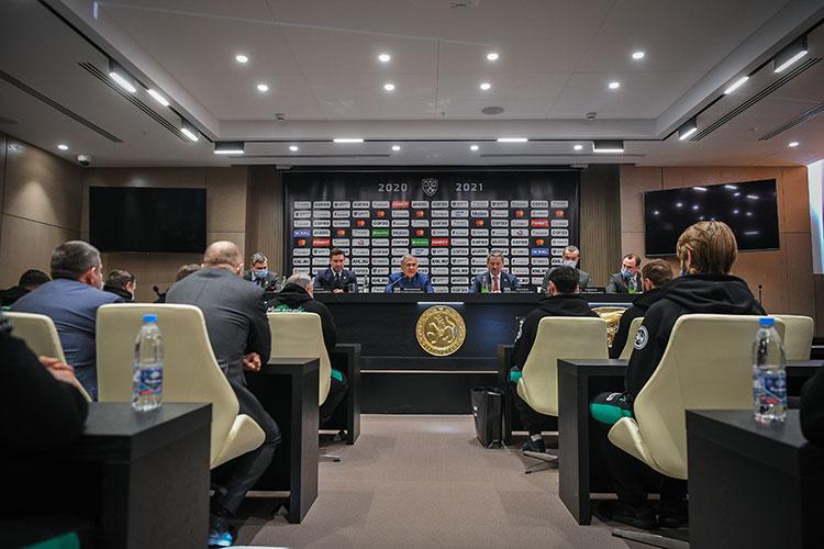 «Ак Барс» перед стартом плей-офф провел сразу несколько важных мероприятий. Сегодня утром команда встретилась с президентом Татарстана Рустамом Миннихановым