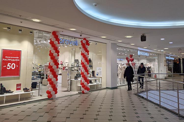 В ТРК «Тандем» мы насчитали всего несколько свободных площадей. Здесь открылись магазин обуви и аксессуаров Braveli, бренд Brusnika, отдел домашнего текстиля