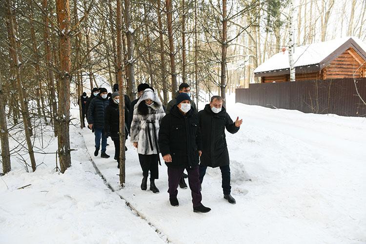 Накануне днем Рустама Минниханова знакомили с гламурным кэмпингом — видом туристического направления, получившим название «глэмпинг»