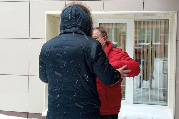 В понедельник бывшего руководителя поволжского управления Ростехнадзора, экс-министра экологии Бориса Петрова пригласили в следственный комитет на допрос