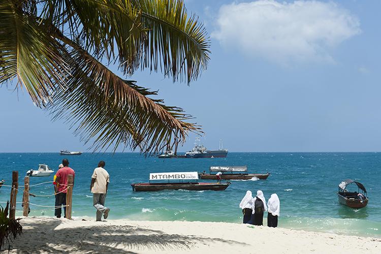«Сейчас открыты Эмираты, Мальдивы иЗанзибар. Занзибар— это более дешевое направление, там иотели попроще, исервис, нозато истоимость поездки вразы меньше, чем, например, вЭмираты или наМальдивы»
