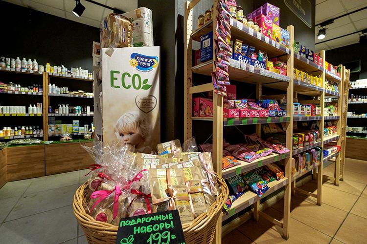 «Идею экомаркета подсказали наши клиенты. Они сетовали, что вКазани приходится тратить целый выходной день, ездить повсему городу, чтобы собрать набор правильных продуктов питания, экологичных средств поуходу задомом, натуральной косметики»