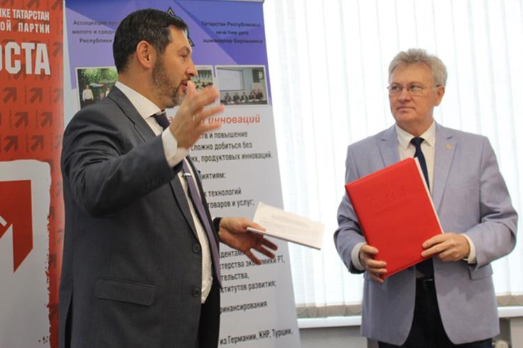 Олег Коробченко:«Яочень рад, что меня пригласили наэтот круглый стол, именно как предпринимателя, как председателя регионального отделения партии предпринимательства»