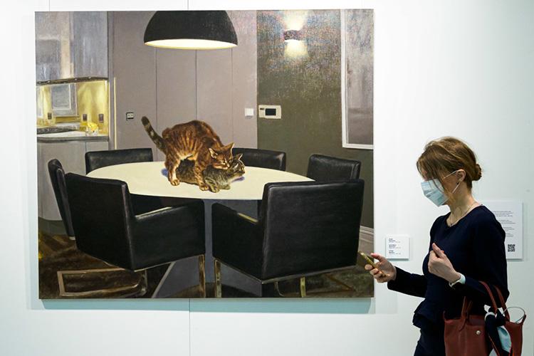 «Блинова я, кстати, незнала дотого, как открыла галерею. Япросто где-то увидела его работы. Даже непомню. Возможно, онпросто прислал нам заявку впервыйгод. Япосмотрела его картины. Иони мне очень понравились»