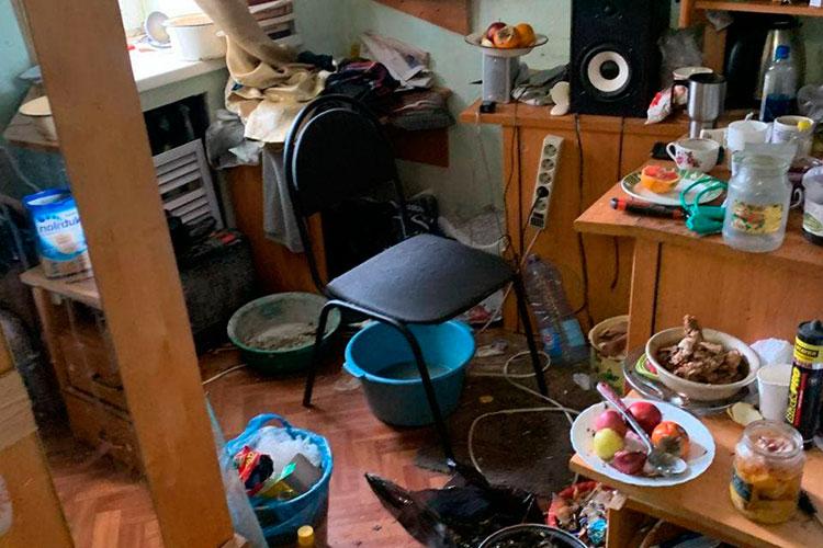 На протяжении нескольких часов у Закиева проводились обыски, параллельно шерстили и офис организации