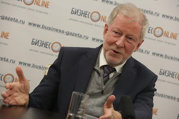 Иван Грачев:«Начну опять стого, что нефть— нашевсё. Это тезис, который никто измоих критиков неоспаривает, несмотря нато, что страна добилась отдельных успехов поэкспорту сельхозпродукции, поатомным технологиям, поэкспорту оружия»