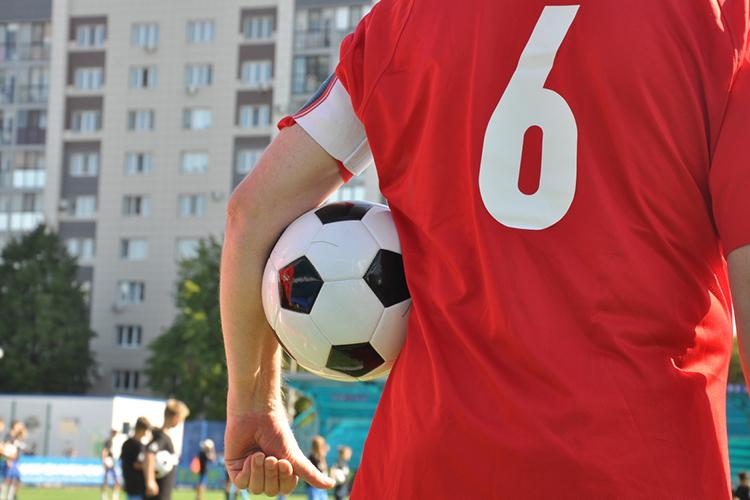 «Футболисты могут недорабатывать, играть неочень хорошо, новиноват частенько судья, нанего проще всего сорваться. Нужно стараться пропускать это мимо ушей»