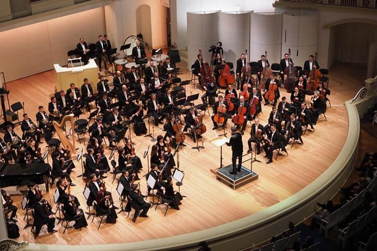 Укаждой изчетырех частей имеется краткая программа, еще больше раскрывающая пейзажность музыки композитора