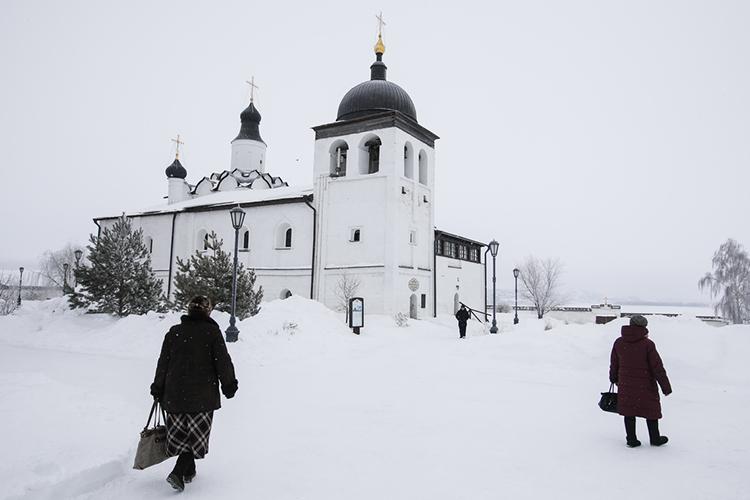 «Умонастыря три храма, три корпуса— это полноценный монастырь. Онсуществовал напротяжении столетий, имынадеемся, что здесь теперь после окончания реставрационных работ, начнется настоящая молитвенная жизнь»
