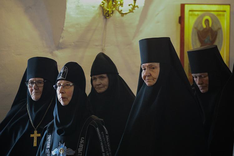 Воткрывшее подворье Зилантова монастыря вСвияжске уже набрали 10 монахинь. Пословам игумена Симеона, большей частью это монахини казанской епархии. При этом гнаться заувеличением числа насельниц вСвияжске пока несобираются