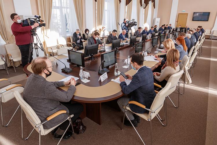Заседание комитета пожилищной политике иинфраструктурному развитию Госсовета РТвКазанском государственном архитектурно-строительном университете началось смаленькой, ноожидаемой, вобщем-то, сенсации