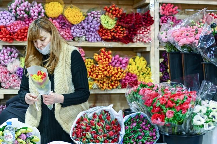 Аналитики подсчитали, что вцелом поРоссии впрошлом году было продано 1,58млрд срезанных цветов. ВКазани работают порядка 500-600 цветочных магазинов. Однако точную, однозначную цифру назвать сложно