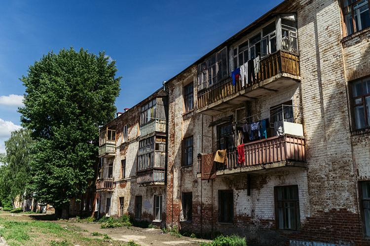 Очень много страхов улюдей— поповоду реновации именно жилья, сноса «хрущевок».«Город категорически против [реновации хрущевок], это уже хорошо работающая среда. ВКазани достаточно территорий, которые неразвиваются как надо»