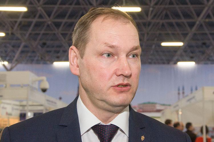 В ИВС провел эту ночь Олег Степущенко, заместитель главы МЧС Татарстана. Вечером в среду его задержали сотрудники ФСБ и СКР