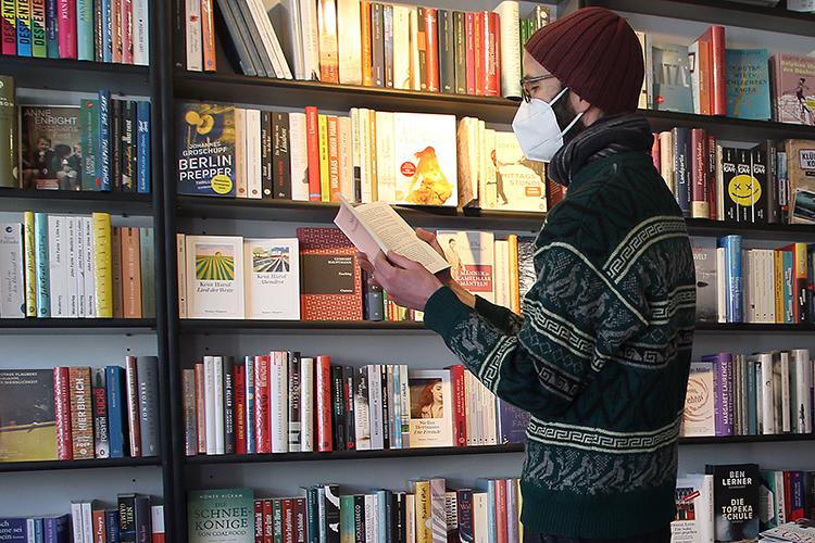 Роман «Эшелон наСамарканд» появился впродаже вкнижных магазинах страны наэтой неделе