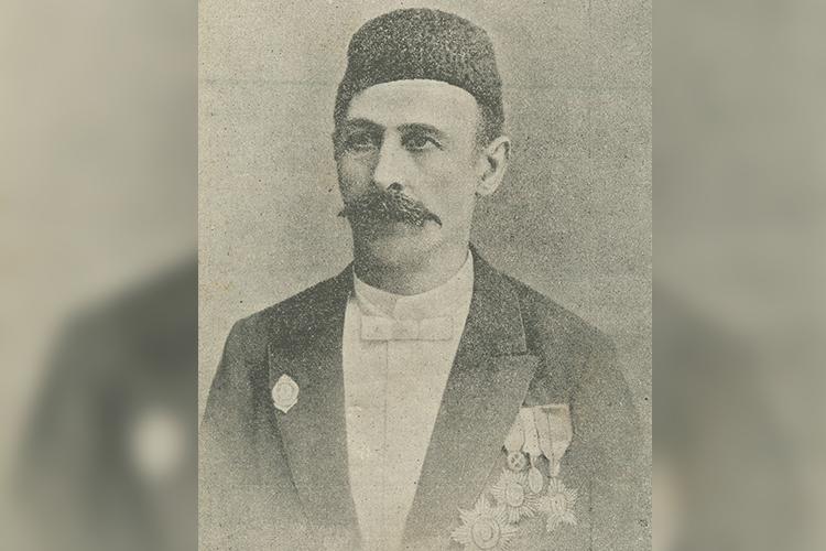 «В1882 году, будучи вКазани, Исмаил-бей Гаспринский организовал литературный вечер для татар. Онхотел натом мероприятии получитьвтом числеподдержку иодобрение отместного татарского населения своей идеи издавать газету наего родном языке»