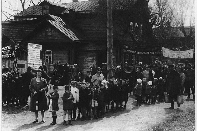 «Раскулачивание, голод, репрессии, депортации народов— преступления советской власти. Но, несомненно, что всоветском прошлом были ипрогрессивные идеи, воплощенные очень здорово»