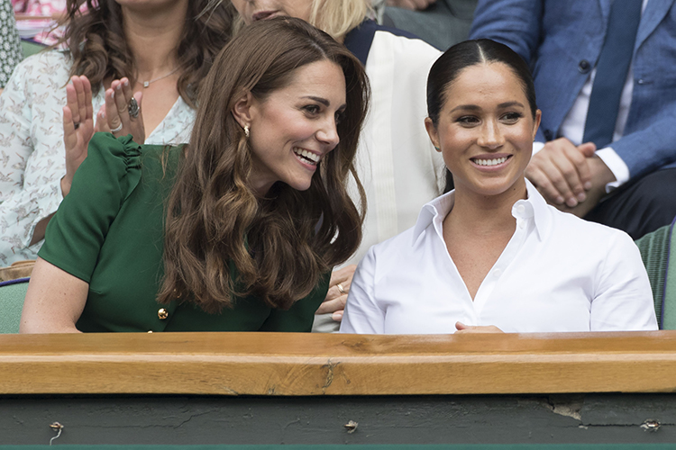 «У них изначально были неравные позиции. Кейт— будущая королева Англии иона должна соответствовать этому титулу. АМеган хоть изамужем запринцем, нооннаходится настолько далеко отпрестола, что ему корона несветит никогда»